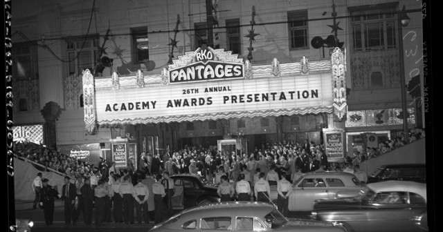 26th_Annual_Academy_Awards_at_RKO_Pantages_Theater_in_Los_Angeles_1954.jpg