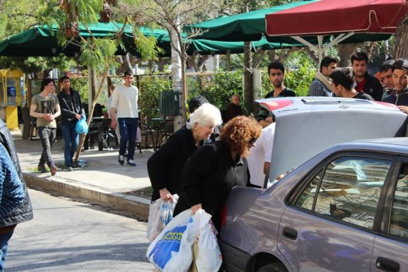 This is MY Greece; 92-Year-Old Woman Delivers Sandwiches to Refugees in Central Athens