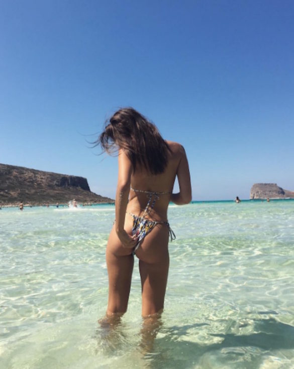 """The Moment an American Supermodel Emily Ratajkowski Calls Greece """"The Most Beautiful Place on Earth"""" and Shares it with the World"""
